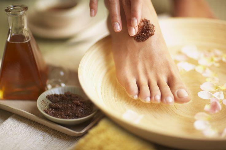 Чем отличаются скрабы для тела, лица и ног