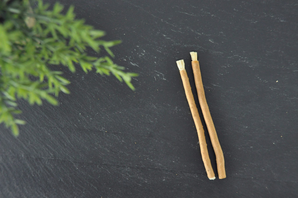 Мисвак – натуральная палочка для чистки зубов