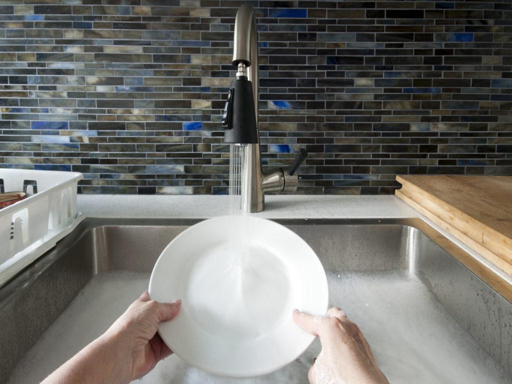 мытье посуды мыльными орехами